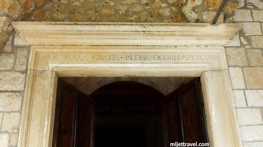 Church portal:Áve María, grátia pléna, Dóminus técum